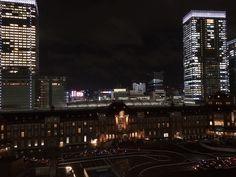 At night. Tokyo Station, New York Skyline, Skyscraper, Multi Story Building, Explore, Night, Travel, Skyscrapers, Viajes