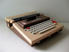 Vintage Underwood 660 electric typewriter