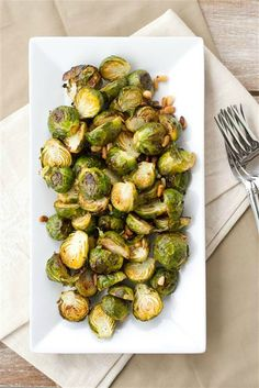 Lemon Roasted Brussel Sprouts wiht Pine Nuts by chocolateandcarrots The Best way to eat brussel sprouts Side Recipes, Vegetable Recipes, Healthy Recipes, Healthy Meals, Easy Recipes, Veggie Dishes, Food Dishes, Side Dishes, Get Thin
