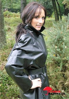 Raincoats For Women Yellow Long Raincoat, Mackintosh Raincoat, Black Mac, Latex Wear, Rubber Raincoats, Latex Babe, Plastic Raincoat, Biker Chick, Outfit