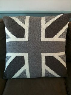union jack pillow knit pattern - free interesting not sure if it\u0027s my style or not. : campervan cushion knitting pattern free  - pillowsntoast.com