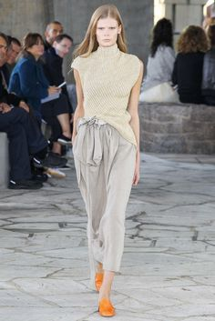 See the complete Loewe Spring 2015 Ready-to-Wear collection.