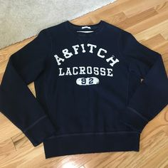 Vintage Abercrombie sweatshirt Very warm and comfy sweatshirt. Classic for the fall. Great condition Abercrombie & Fitch Sweaters Crew & Scoop Necks