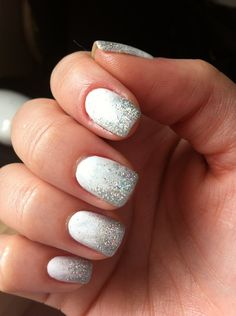 love these nails.  I really would like to learn how to do this..                                                                                                                                                                                 More Silver Sparkle Nails, White And Silver Nails, White Nails With Design, White Nails With Glitter, Faded Glitter Nails, White Manicure, White Nail Polish, Purple Glitter, Glitter Gif