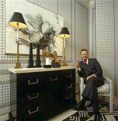 David Nightingale Hicks(1929-1998) Décorateur. Ici, chez lui, à Londres, dans les années 80.