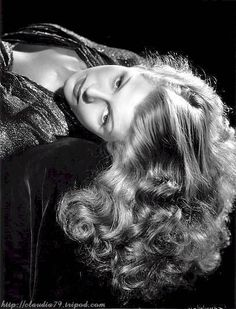 Net Image: Rita Hayworth: Photo ID: . Picture of Rita Hayworth - Latest Rita Hayworth Photo. Old Hollywood Glamour, Golden Age Of Hollywood, Vintage Hollywood, Hollywood Stars, Classic Hollywood, Hollywood Divas, Hollywood Icons, 1940s Actresses, Classic Actresses