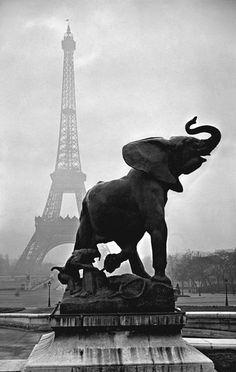 Statue by Emmanuel Fremiet on the terrace of the Palais du Trocadero