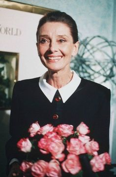 Beautiful lady.   (from: In Love♥ With Audrey Hepburn)
