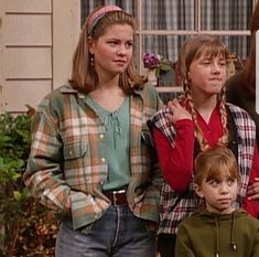 Tv Show Outfits, Cute Outfits, Dj Full House, Aesthetic Fashion, Aesthetic Clothes, Full House Seasons, 90s Inspired Outfits, Fuller House, Grunge