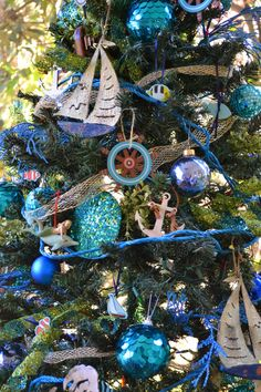 The Decorative Dreamer: Nautical Christmas Tree - love this!!