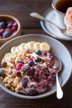Met wat fruit, kokos, noten of een eitje en bladgroenten wordt havermout zelfs een hele traktatie voor in de ochtend. Nog niet overtuigd, probeer dan zeker een van de onderstaande negen recepten. You will be surprised! 1. Havermout met wortels, rozijnen, kokos en walnoten.  2. Havermoutrepen met aardbei en banaan. 3. Hartige havermout met […]