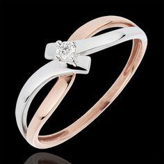 Anello Solitario La vie en rose  un diamante solitario tra 4 artigli su un movimento d'oro bianco incrocia un nastro d'oro rosa per montatura. 1 diamante: 0.05 carati - Oro rosa (18 carati= 750/-): 1.45 g. Num. riferimento: 3049