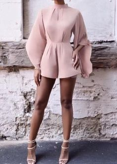 19 Elegant Chic Outfits Ideas - Fashionable Source by Snugsboo ideas chic Classy Outfits, Stylish Outfits, Mode Kawaii, Mode Ootd, Modelos Fashion, Elegantes Outfit, Looks Chic, Elegant Chic, Elegant Dresses