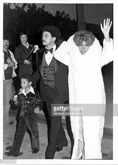 Soul singer Aretha Franklin attends an event with her son Kecalf Franklin and a man in circa 1975 Native American Images, Native American Indians, Black Celebrities, Celebs, Black Royalty, African Royalty, Vintage Black Glamour, Soul Singers, Old School Music