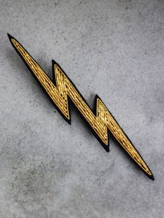 Hand Embroidered Lightning Brooch by Macon Lesquoy Silk Ribbon Embroidery, Beaded Embroidery, Embroidery Designs, Beaded Brooch, Beaded Jewelry, Brooches Handmade, Handmade Jewelry, Gold Work, Embroidery Techniques