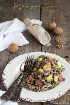 Spatzle al grano saraceno con porri, speck e noci. Divertenti e facilissimi da fare, molto gustosi e saporiti. Un primo piatto sostanzioso per l'inverno.