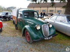 #Simca #8 Pick Up vue à l'expo-bourse de Courtenay. Reportage complet sur notre site : http://newsdanciennes.com/2015/04/12/grand-format-news-danciennes-a-courtenay/ #Classic #Car