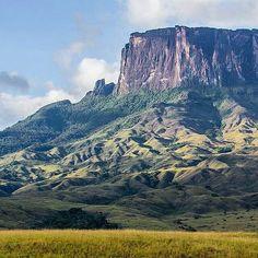 Excelente inicio de semana! Fotografía cortesía de @la_dianixgfoto #LaCuadraU #GaleriaLCU #Canaima #venezuelahermosa #VenezuelaNatural #Venezuela #Tepuy #FelizLunes