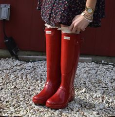 Roses and Rain Boots is a blog about a working girl who loves fashion. Loves hunter rain boots! Teacher who loves clothes!