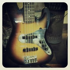 Battipenna custom in acciaio inox per basso Fender Jazz 5 corde. http://byomusic.it/