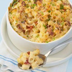 Makaroni og ost er en amerikansk klassiker som barna vil elske. Prøv denne sprø varianten med bacon og persille som tar kun 10 minutter i ovnen!