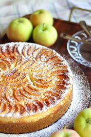 Jokin aika sitten Hulluna Leivontaan-ohjelman Eric Lanlard leipoi omena-juustokakun. Kakku sisälsi digestivepohjan, karamellisoituja omenoit... Sweet Recipes, Cake Recipes, Good Food, Yummy Food, Breakfast Dessert, Desert Recipes, Healthy Treats, Vegan Desserts, Yummy Cakes