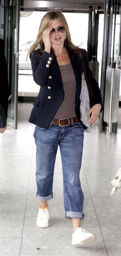 Airport Style! Casual Cutie Jennifer Aniston Looks Adorable In Jeans & Sneakers!