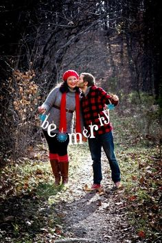2014 christmas couple kissing in the forest photo shoot - outdoor couple photo be merry-f06146.jpg (550×825)