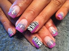 how cute! zebra nail