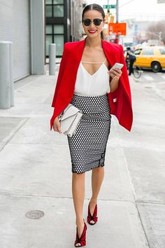 Den Look kaufen: lookastic.de/… — Rotes Sakko — Rote Wildleder Pumps — W… Buy the look: lookastic.de / … – Red Blazer – Red Suede Pumps – White Leather Satchel Bag – White Silk Tank Top – Black and white dotted pencil skirt Fashion Mode, Fall Fashion Outfits, Work Fashion, Autumn Fashion, Womens Fashion, Net Fashion, Black Outfits, Fashion Weeks, London Fashion