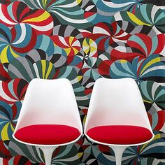 Marimekko wallpaper and Saarinen Tulip chairs - great combination