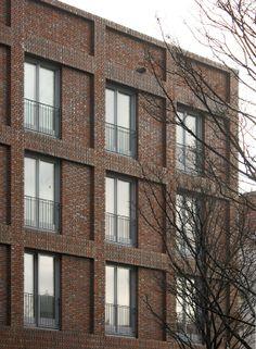 Rapp + Rapp Studentenwohnheim, Den Haag, Niederlande, Source by - Detail Architecture, Brick Architecture, Classic Architecture, Residential Architecture, Landscape Architecture, Brick Cladding, Brickwork, Brick Detail, Student House