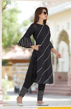 Pakistani Fashion Casual, Pakistani Dress Design, Indian Fashion, Pakistani Dresses, Sleeves Designs For Dresses, Dress Neck Designs, Indian Designer Outfits, Designer Dresses, Stylish Dresses
