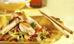 INGREDIENTS: 600 g (about 1 ½ lb.) chicken, cut into strips 1 bag g / 18 oz.) frozen vegetables (Asian mix) 60 ml (¼ cup) maple syrup 250 ml cup) your favourite store-bought Asian sauce Salt and freshly ground pepper, to taste METHOD: Sauté the ch Chicken Stir Fry, Teriyaki Chicken, Frozen Vegetables, Chicken And Vegetables, Tapas, Maple Syrup Recipes, Stir Fry Recipes, Healthy Chicken Recipes, Eating Clean