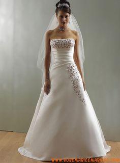 Robe A-ligne en satin ornée de broderies et de plis robe de mariée traditionnelle