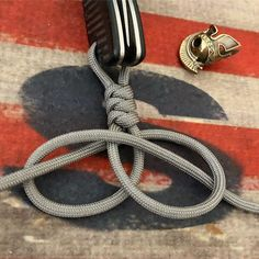 Paracord: The Ultimate Survival Tool - DiyForYou Bracelet Knots, Bracelet Crafts, Paracord Bracelets, Jewelry Crafts, Macrame Knots, Macrame Jewelry, Macrame Bracelets, Parachute Cord Bracelets, Parachute Cord Crafts
