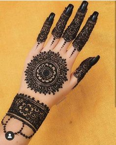 Round Mehndi Design, Mehndi Designs Finger, Henna Tattoo Designs Simple, Back Hand Mehndi Designs, Latest Bridal Mehndi Designs, Legs Mehndi Design, Full Hand Mehndi Designs, Stylish Mehndi Designs, Mehndi Designs For Beginners