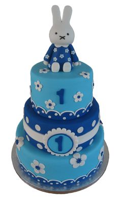 Nijntje taart in blauw. Miffy cake in blue Pretty Cakes, Cute Cakes, Beautiful Cakes, Miffy Cake, Cake Cookies, Cupcake Cakes, Cute Baking, Create A Cake, Cupcake Tutorial