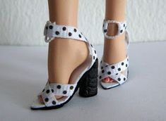 Fashion Doll Shoes: Black and white sandals for Barbie