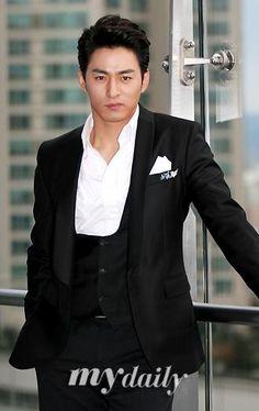 Check out pictures and other Joo Jin Mo photos at spcnet. Asian Celebrities, Asian Actors, Korean Actors, Joo Jin Mo, Korean Star, Korean Men, Best Historical Dramas, Beautiful Men, Beautiful People