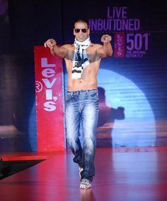 Indian Bollywood Actors, Bollywood Posters, Bollywood Actress, Best Hero, Francisco Lachowski, Celebrities, Celebs, Akshay Kumar, Muscle Men