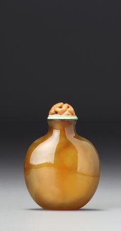 A MINIATURE AGATE SNUFF BOTTLE<br>QING DYNASTY, 18TH / 19TH CENTURY | lot | Sotheby's