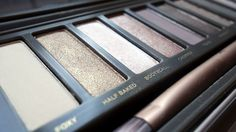Urban Decay Naked 2 - full of beige and taupe colors