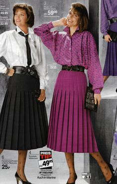 """tkray: """"This was the fashion as I growed up. My Mom,aunt,teacher and neighborladys wore this or similar skirts """" Pleated skirts make ladies look so very feminine! 70s Inspired Fashion, 80s Fashion, Fashion History, Vintage Fashion, Fashion Outfits, Womens Fashion, Fashion Tips, Pleated Skirt Pattern, Pleated Skirts"""