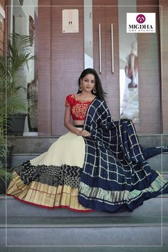 perfect to reuse wedding lehanga top. But need the skirt, I have black dupatta Garba Dress, Navratri Dress, Lehnga Dress, Ethnic Outfits, Ethnic Dress, Indian Outfits, Indian Skirt, Indian Dresses, Choli Designs