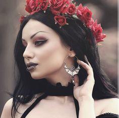 🥀 Witching Hour Earrings & Raina Top by 🖤 Pic by 📷 Gothic Girls, Hot Goth Girls, Dark Fashion, Gothic Fashion, Goth Beauty, Hair Beauty, Darya Goncharova, Goth Hair, Gothic Hairstyles
