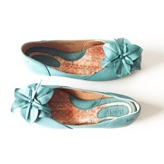Born Peony Leather Flats Teal Peony leather flats from Born. NEW without original box. True teal and very vibrant in person. Small staple on sole from where price tag was. Perfect for distressed denim and a white t-shirt!   • low ballet flat heel • leather peony flower accent at toe • cushioned insole • incredible stitching  • first photo filtered • last photo=styling ideas! Born Shoes Flats & Loafers