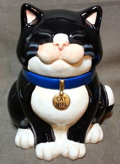 Chester the cat cookie jar like Alice in Wonderland. Antique Cookie Jars, Teapot Cookies, Cat Cookie Jar, Ideas Prácticas, Quirky Decor, Vintage Cookies, Maneki Neko, Cute Cookies, Cat Treats