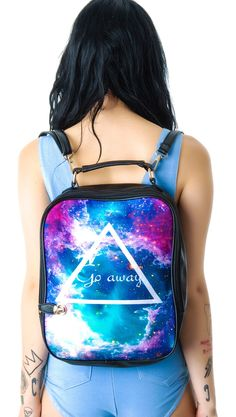 Beatiful bag ! Galaxy wall and the form is cute :p Let's go to school together ?