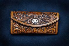 Клатч женский. Кожа растительного дубления, тиснение. Ручная  работа. Hand-made leather clutch. Veg tanned leather, carving/tooling.